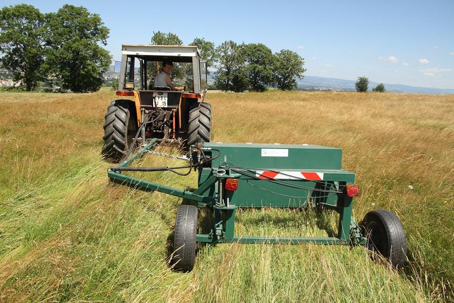 Brosseuse à graines récolte de semences de prairies naturelles