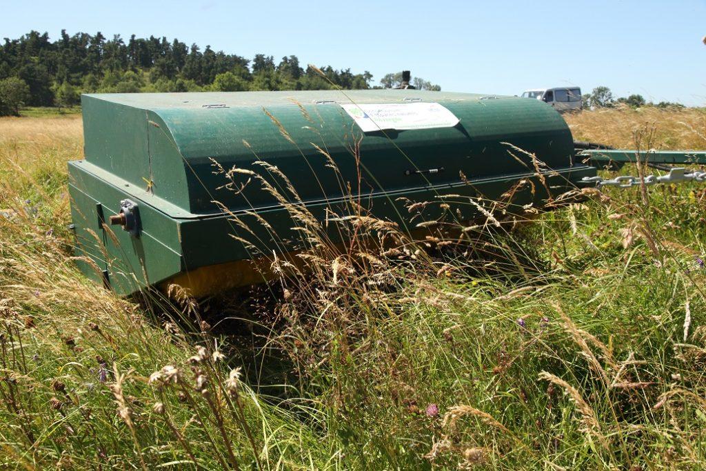 Brosseuse récolte de semences de prairies locales